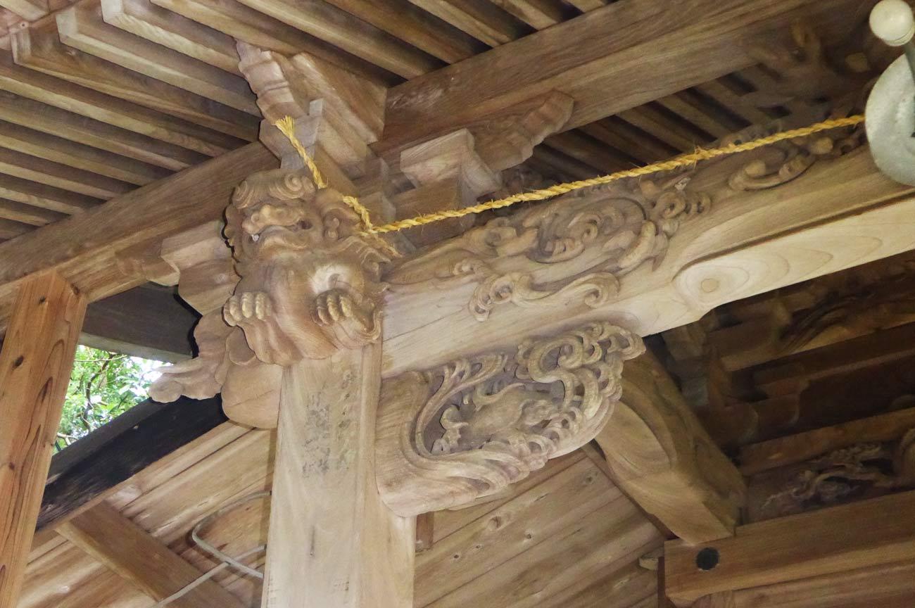 安岡神社の木鼻(左)の画像