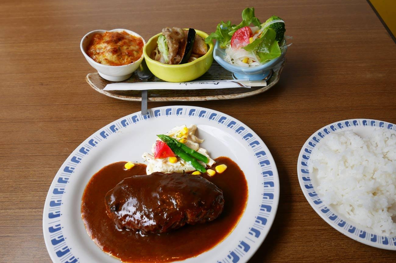 おすすめセットのハンバーグステーキの画像