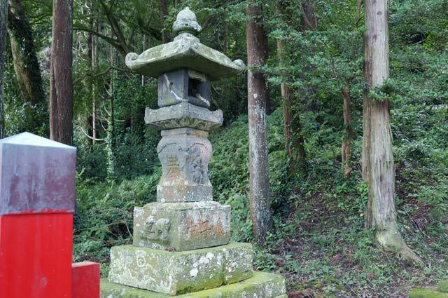 白山神社常夜灯(左)の画像