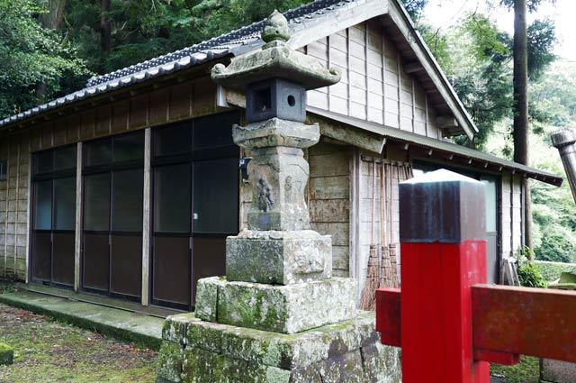白山神社常夜灯(右)の画像