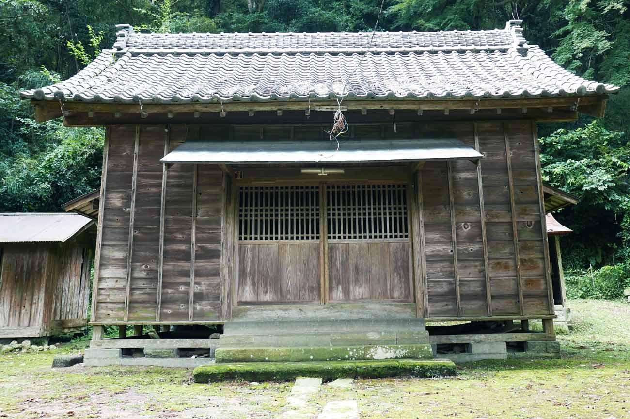 白山神社拝殿の画像