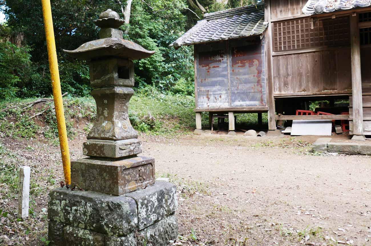 川戸神社の常夜灯の画像