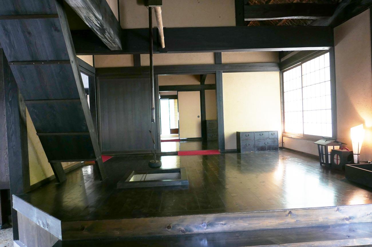 旧水田家住宅の囲炉裏のある部屋の画像