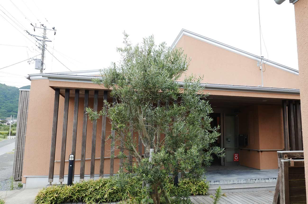 旧七浦診療所の玄関内部の画像