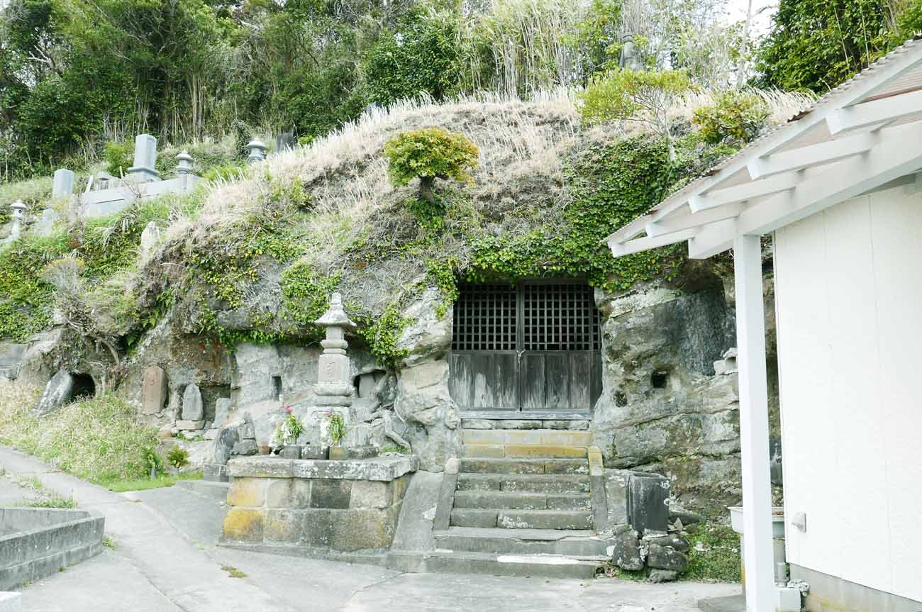 千手院の石像地蔵菩薩坐像の外観画像