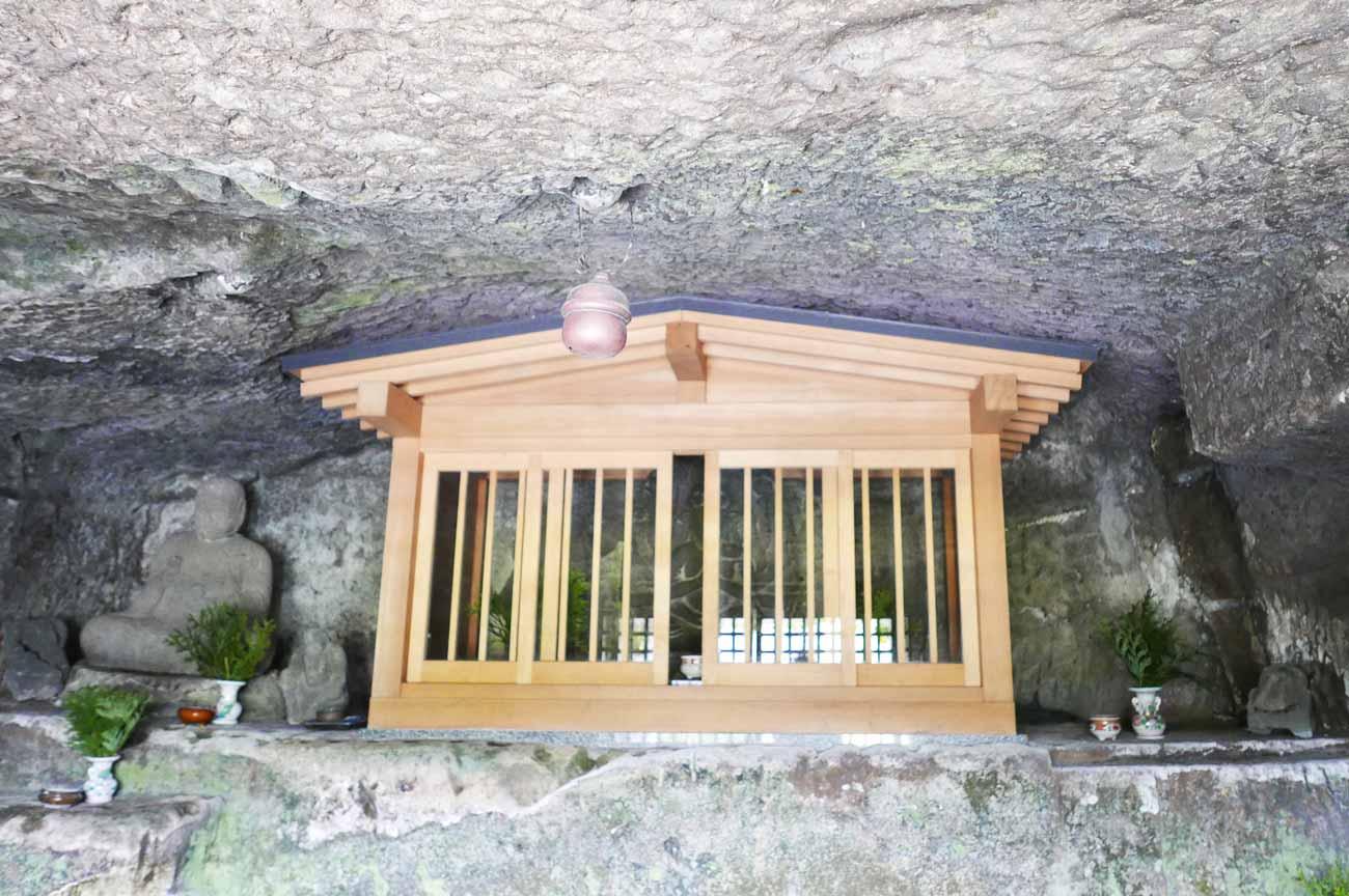 千手院の石像地蔵菩薩坐像のアップ画像