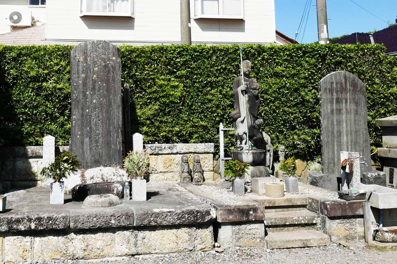 栄洗寺向拝の彫刻の画像