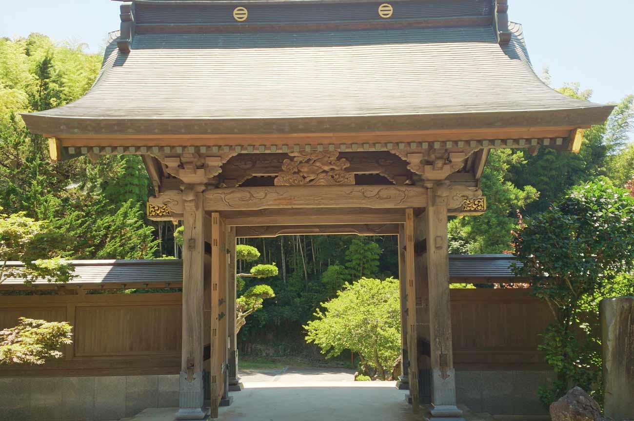 源慶院山門のアップ画像