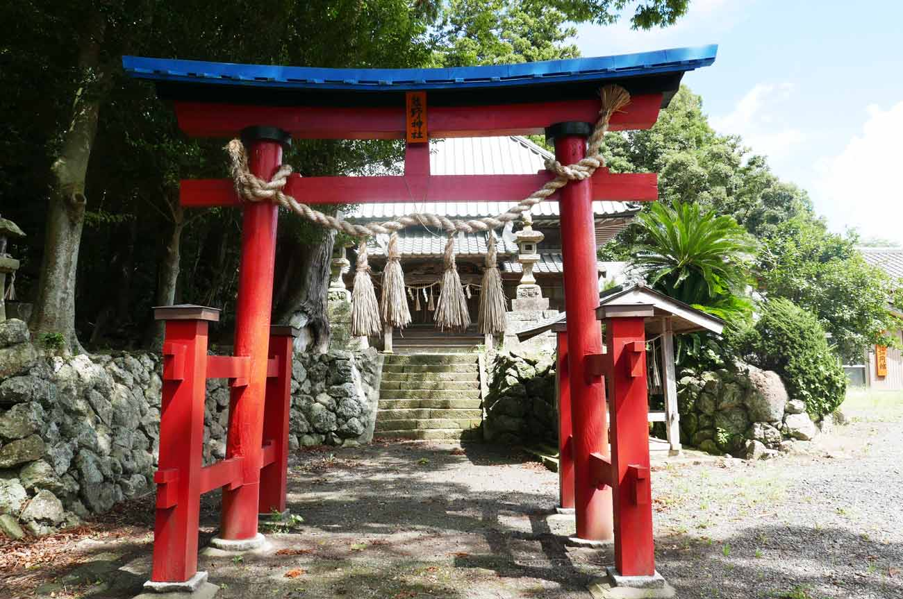 熊野神社鳥居と境内の画像