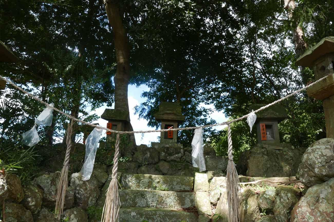 熊野神社鳥居横石碑群の画像2