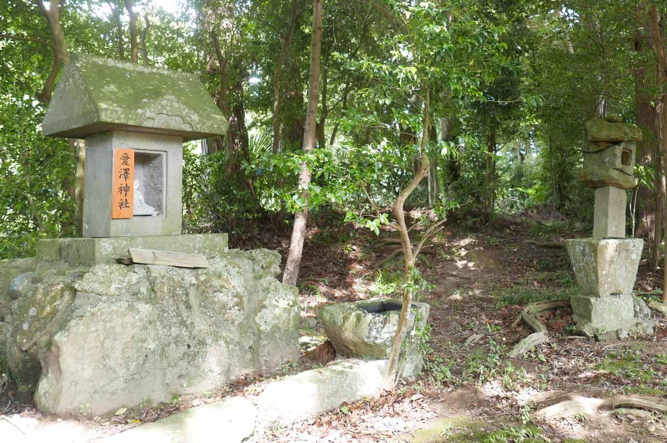 愛澤神社の石祠の画像