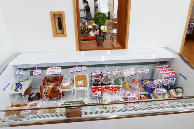 七浦横丁の冷蔵品販売コーナーの画像の画像