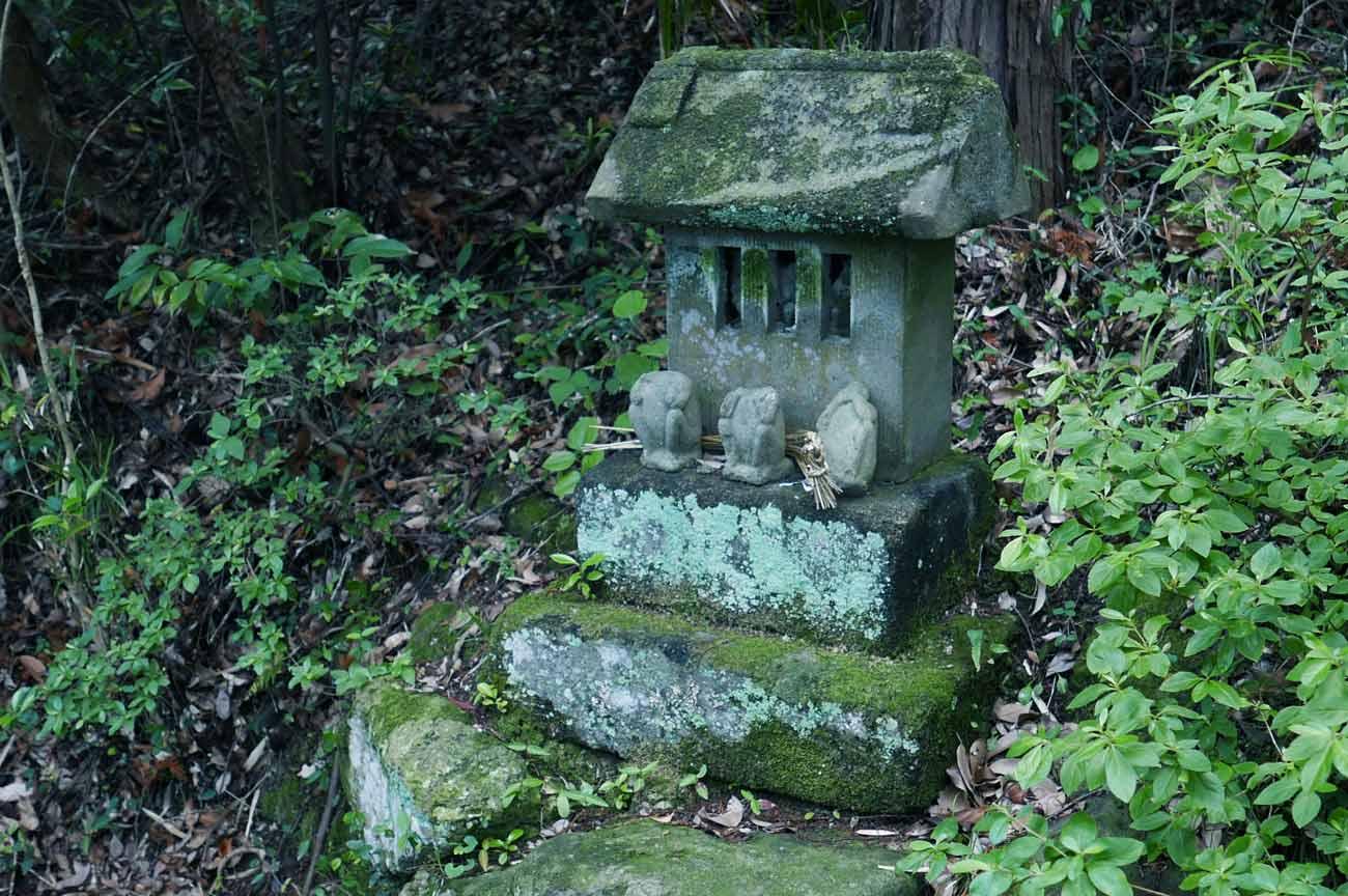 天満神社の石祠の画像