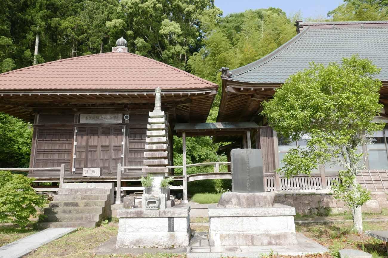 安楽寺客殿と本堂の画像