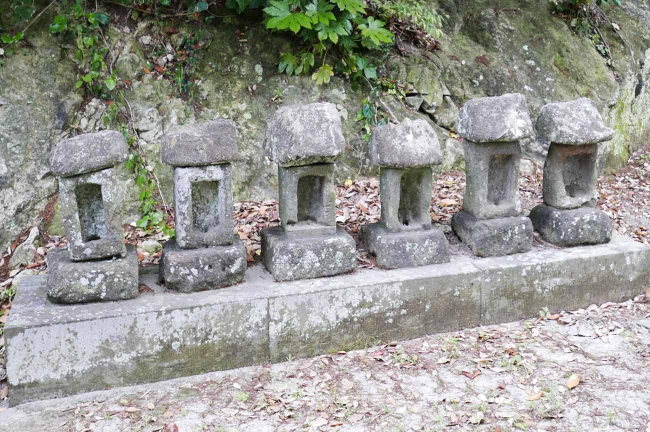 日枝神社境内の石祠の画像