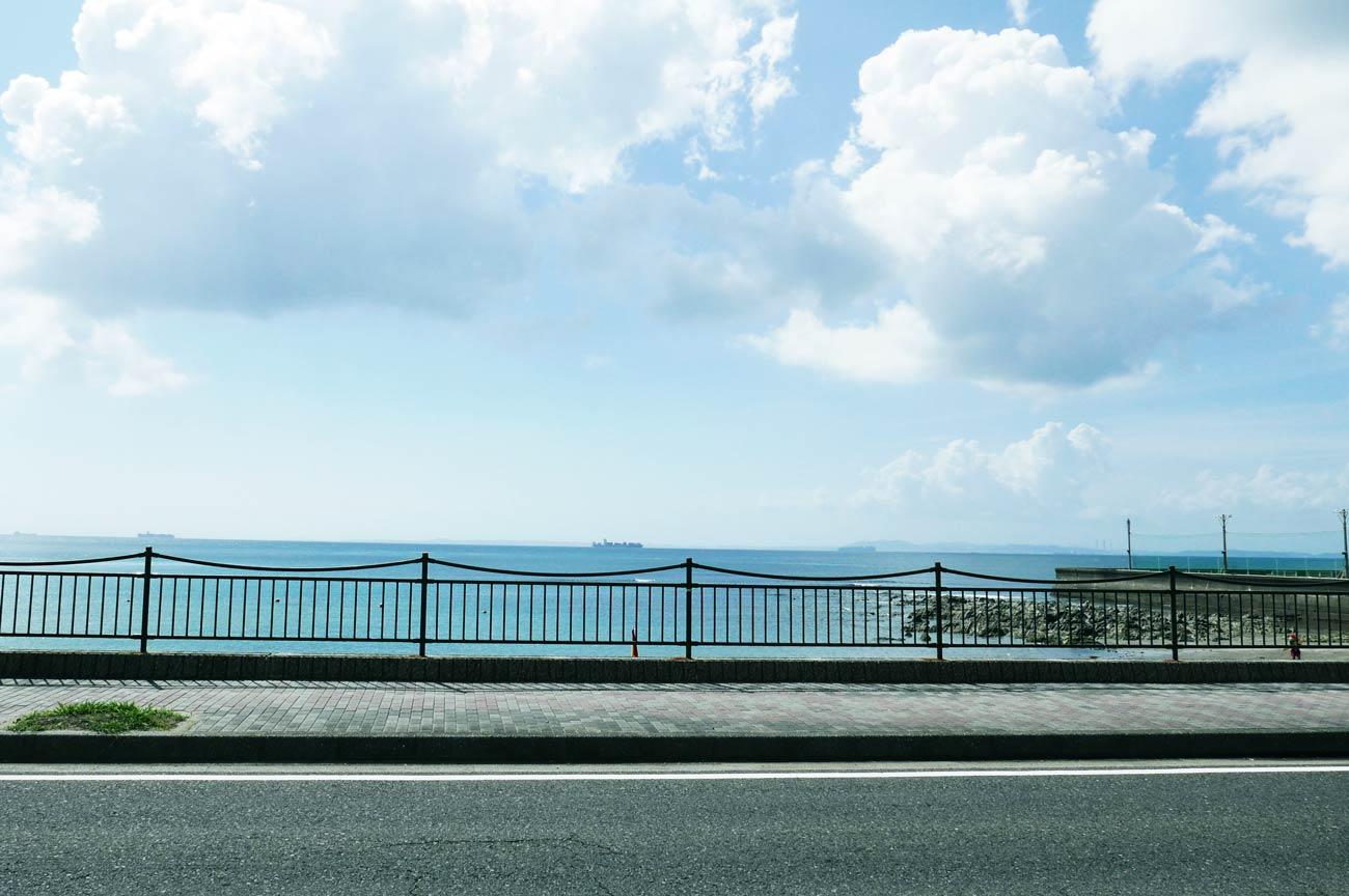 店舗前の海の画像