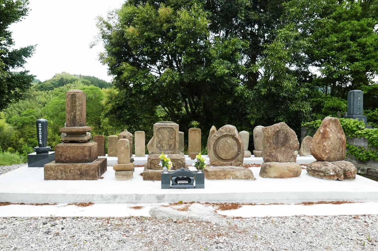 常福院の歴代住職の墓の画像