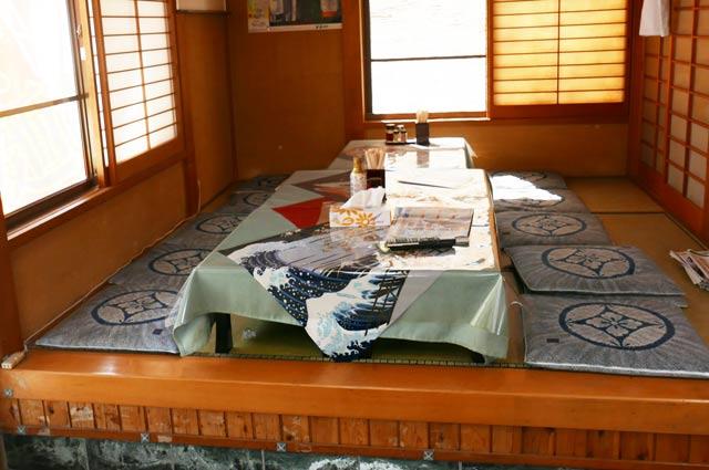 タンタン麺かずさの座敷の画像