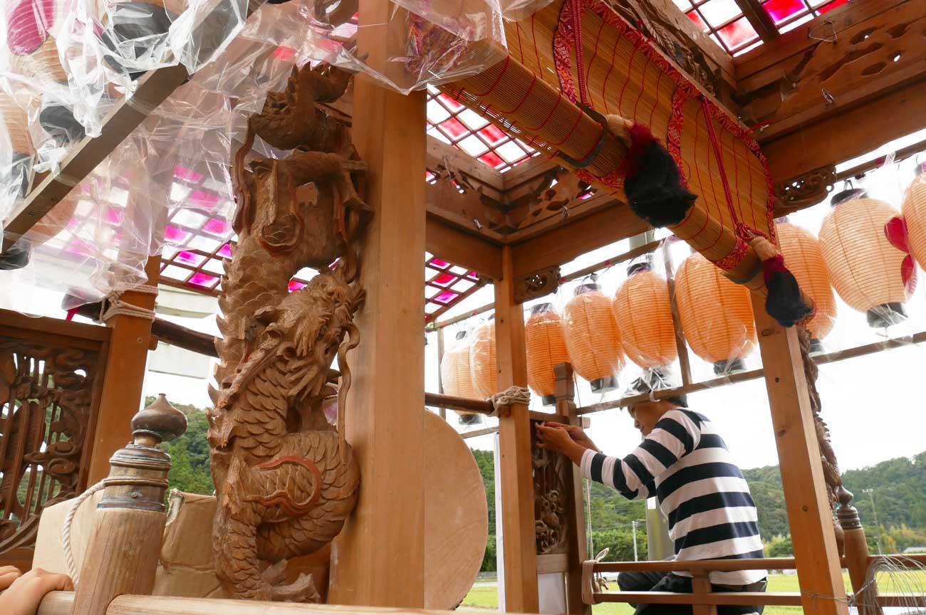 宮本区の屋台の龍の彫刻