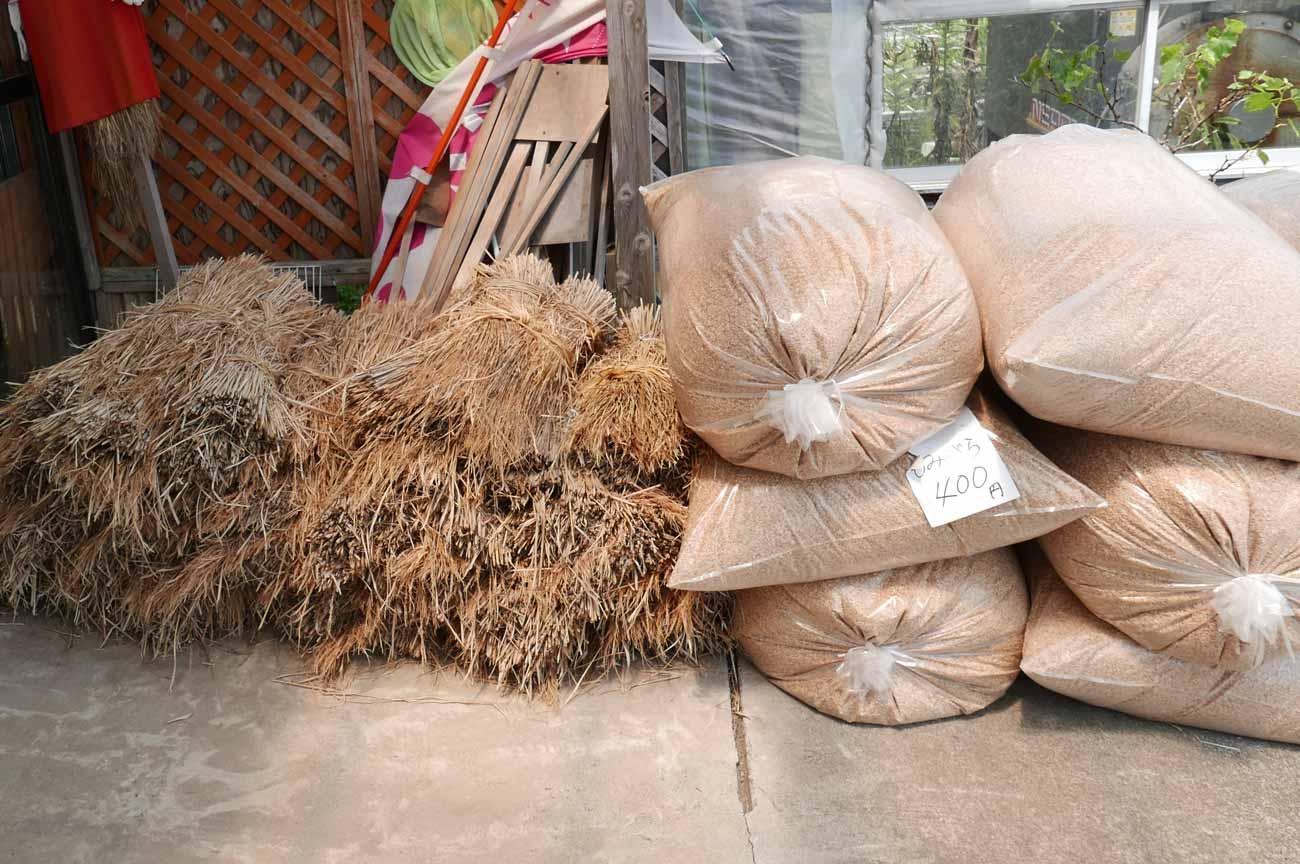 籾殻と藁の画像