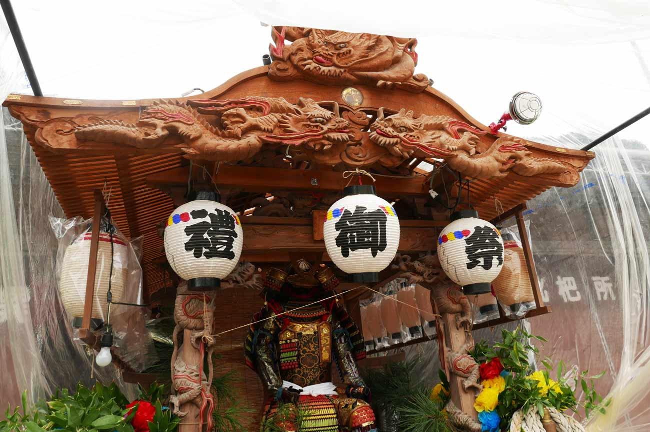 1台目の屋台の龍の彫刻
