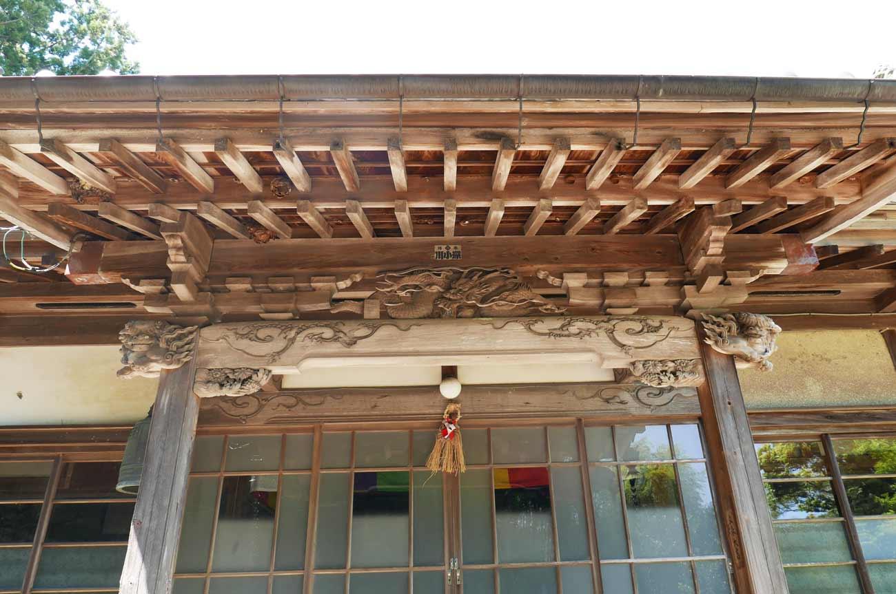 天沢寺本堂向拝の彫刻の画像