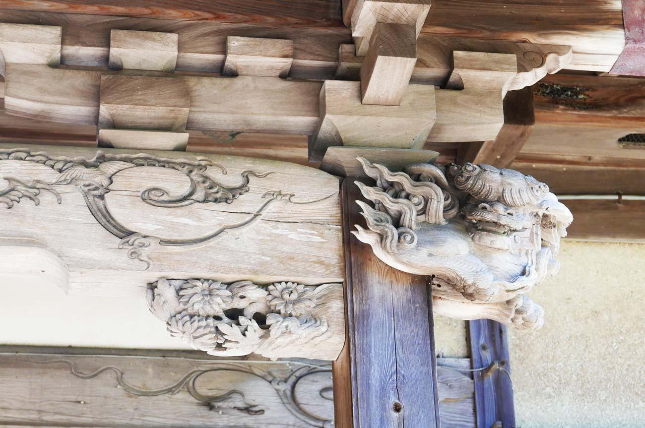 五代目伊八の木鼻(右)の画像