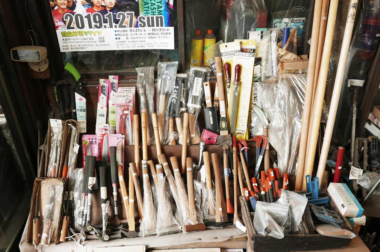 鋸と工具の画像