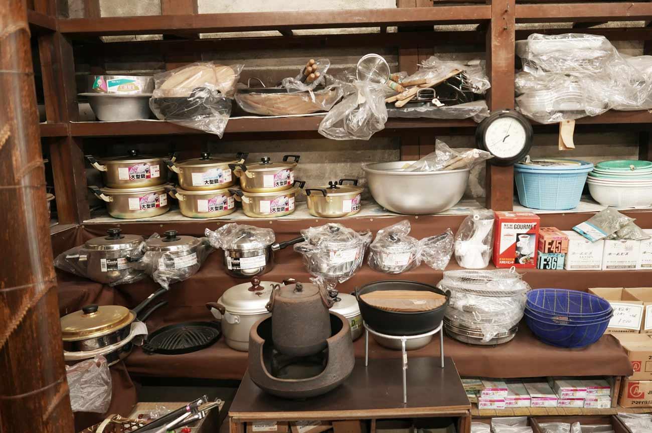 鍋や金属製のボールの画像