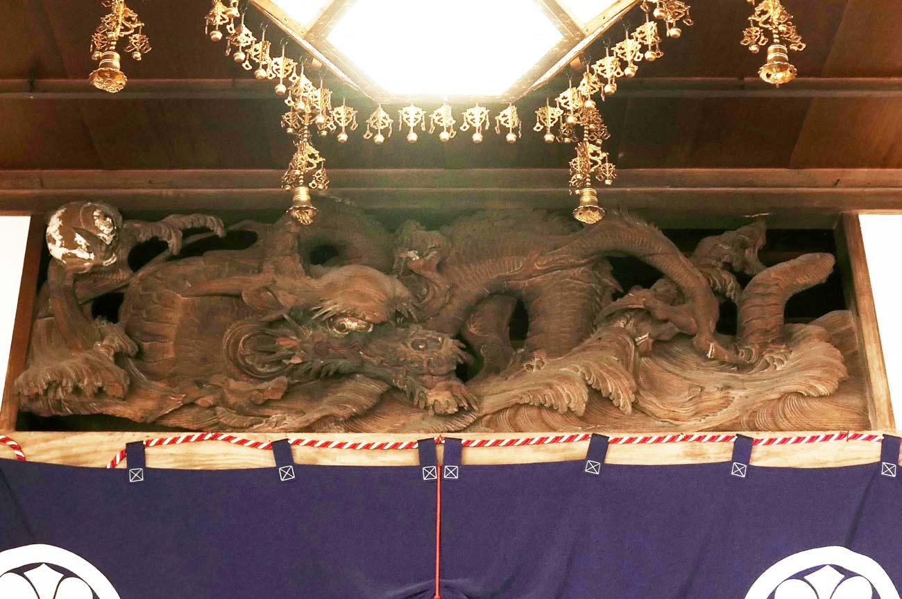 初代後藤義光の龍(左)の彫刻の画像