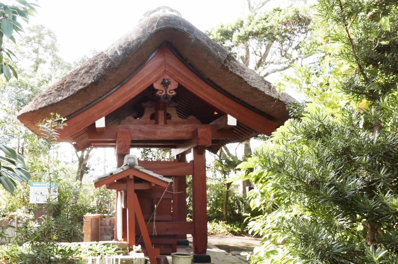福聚院山門(右横)の画像
