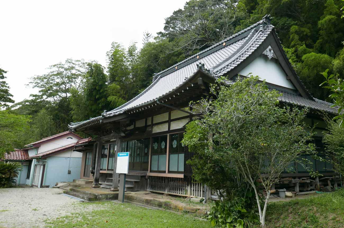 勝蔵寺本堂右側の画像