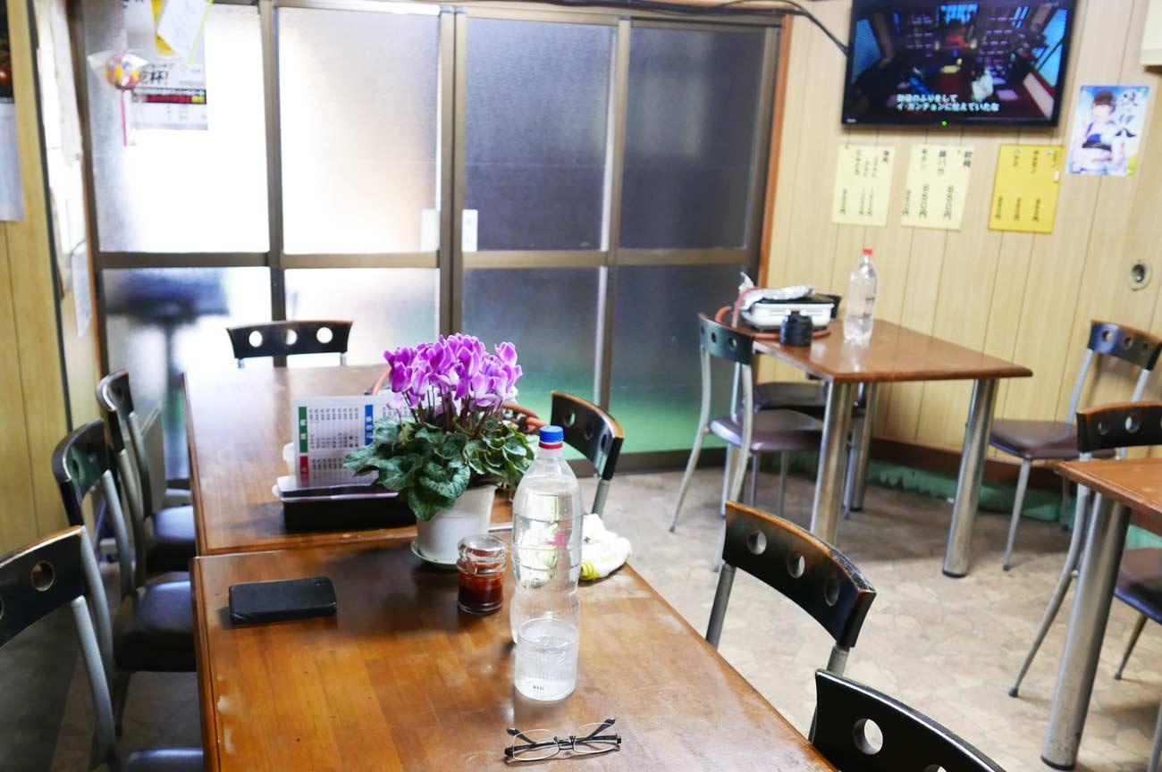 店内のテーブル席の画像