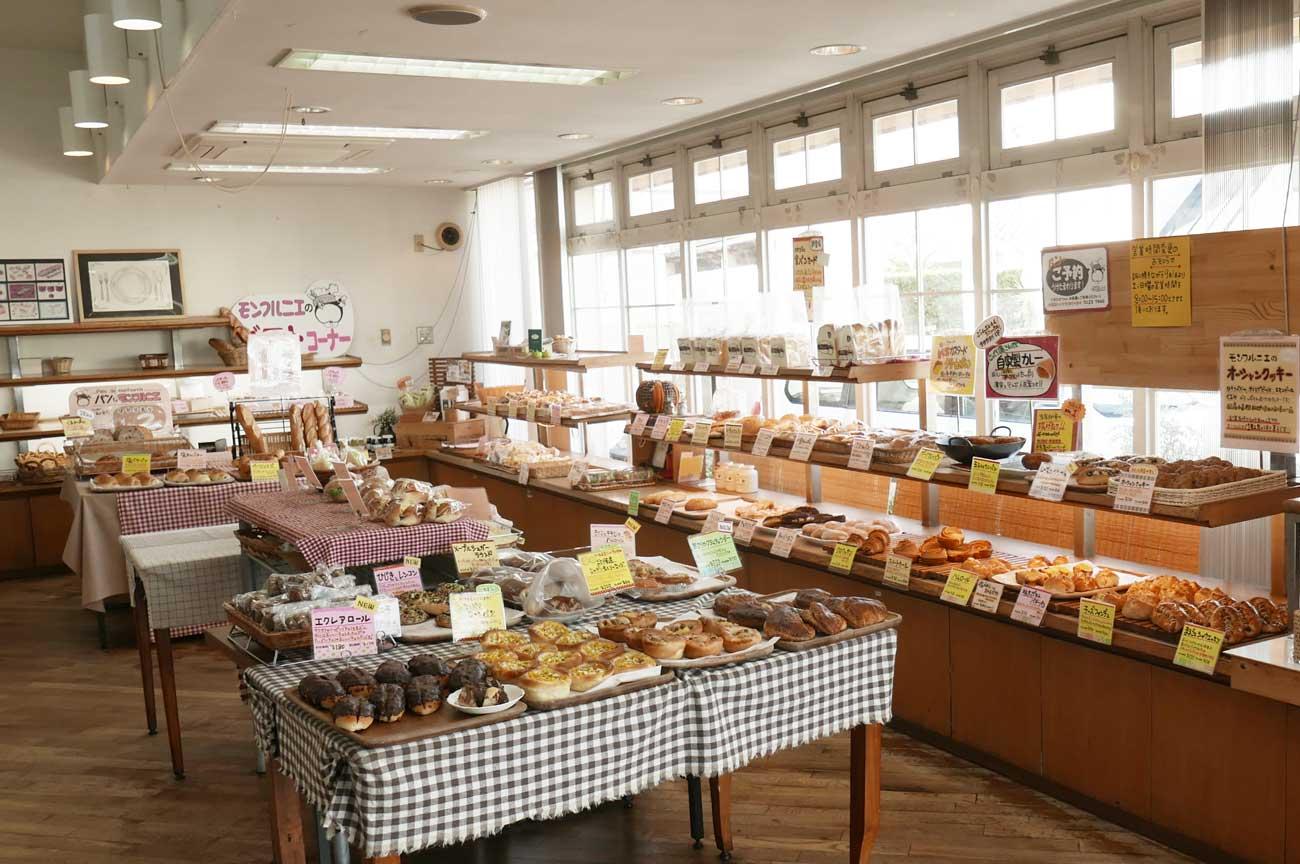 モンフルニエのパン販売コーナーの画像