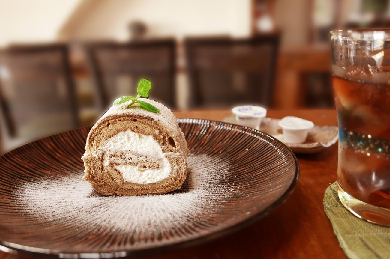 カフェ・ノワールのシフォンロールケーキの画像