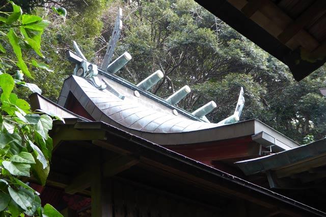 洲崎神社本殿の屋根の画像