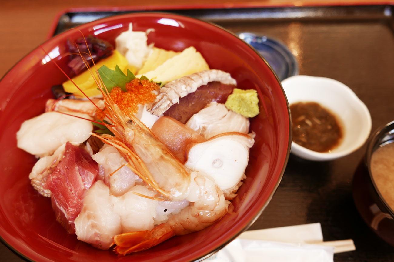 つきんぼうの海鮮丼(上)の画像