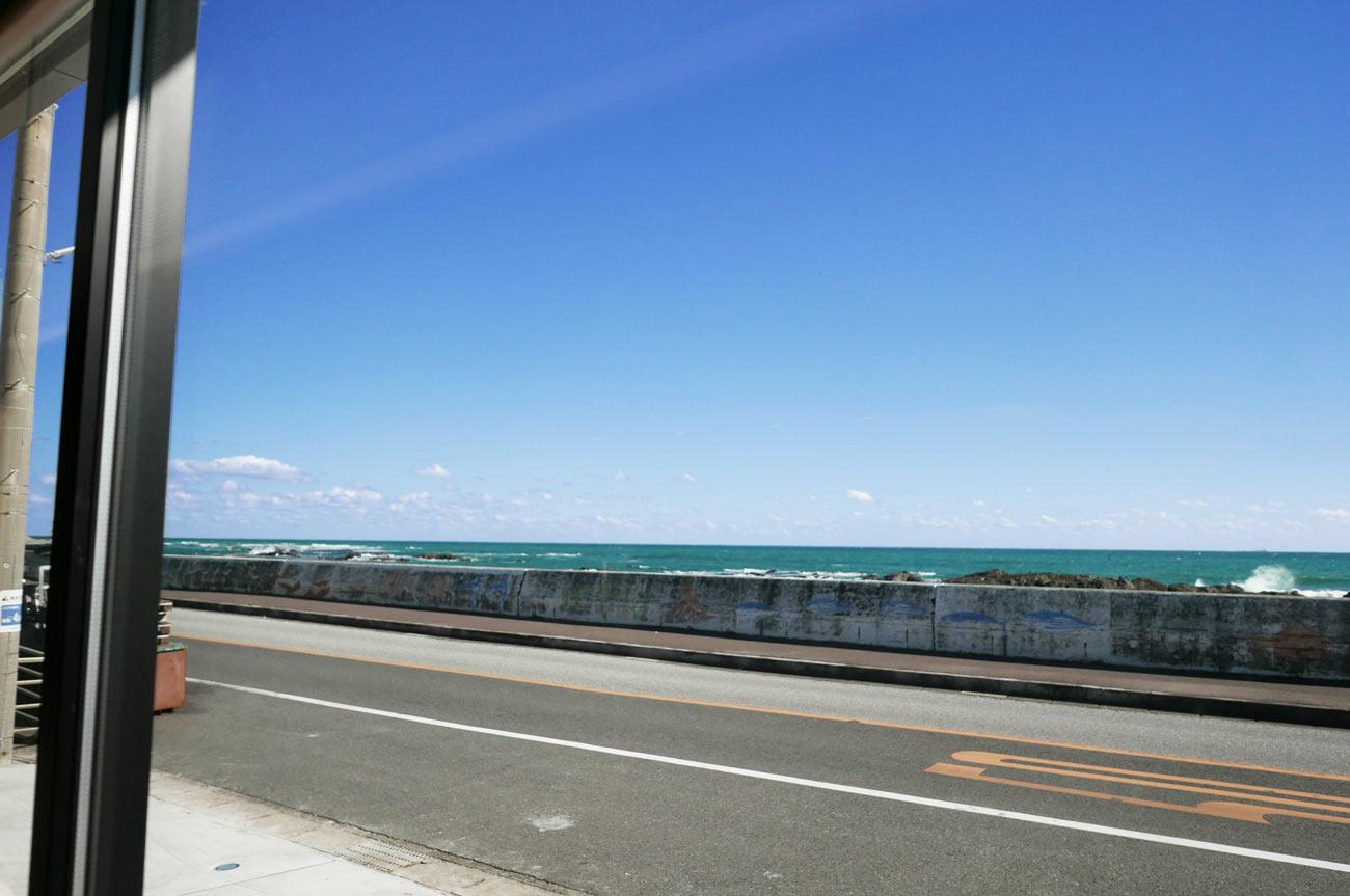 窓から見た太平洋の画像