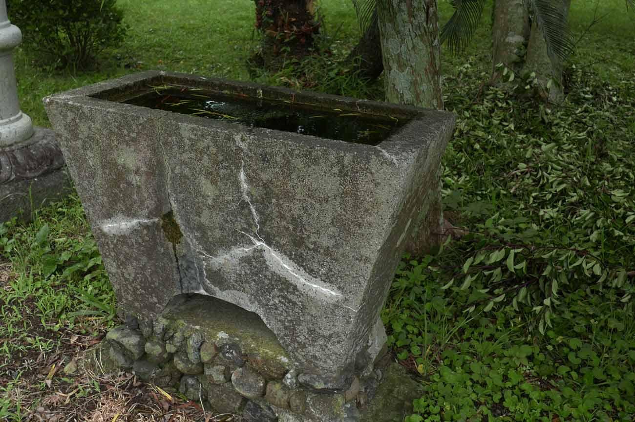 円明院の手水石の画像