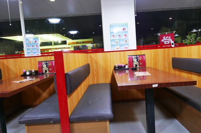 福亭のテーブル席の画像