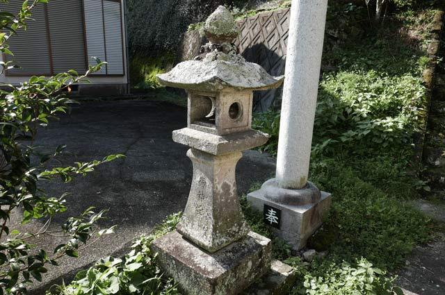 廣田神社の常夜灯(左)の画像