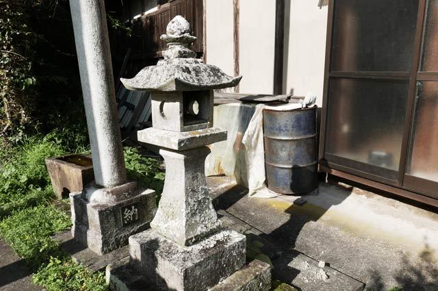 廣田神社の常夜灯(右)の画像