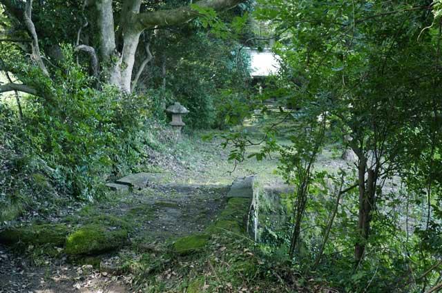 参道の石橋の画像