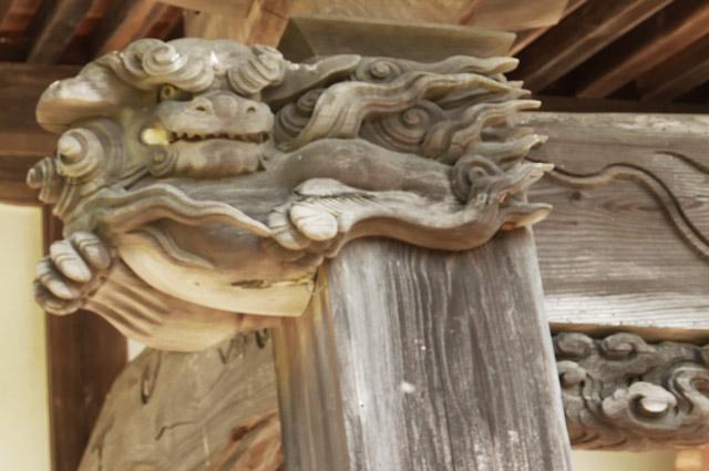 向拝の木鼻(左)の画像
