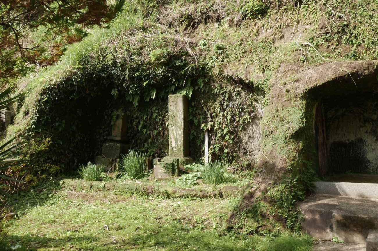 裏山のやぐら跡の画像