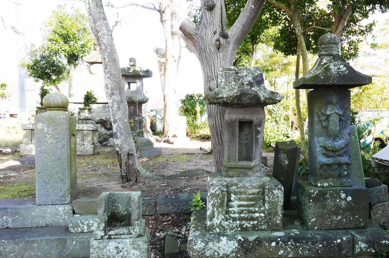 上人塚の庚申塔の画像