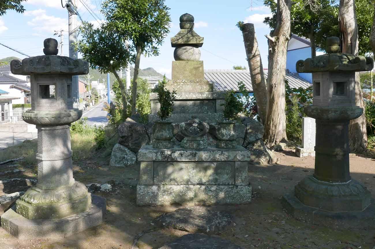 上人塚の全体の画像