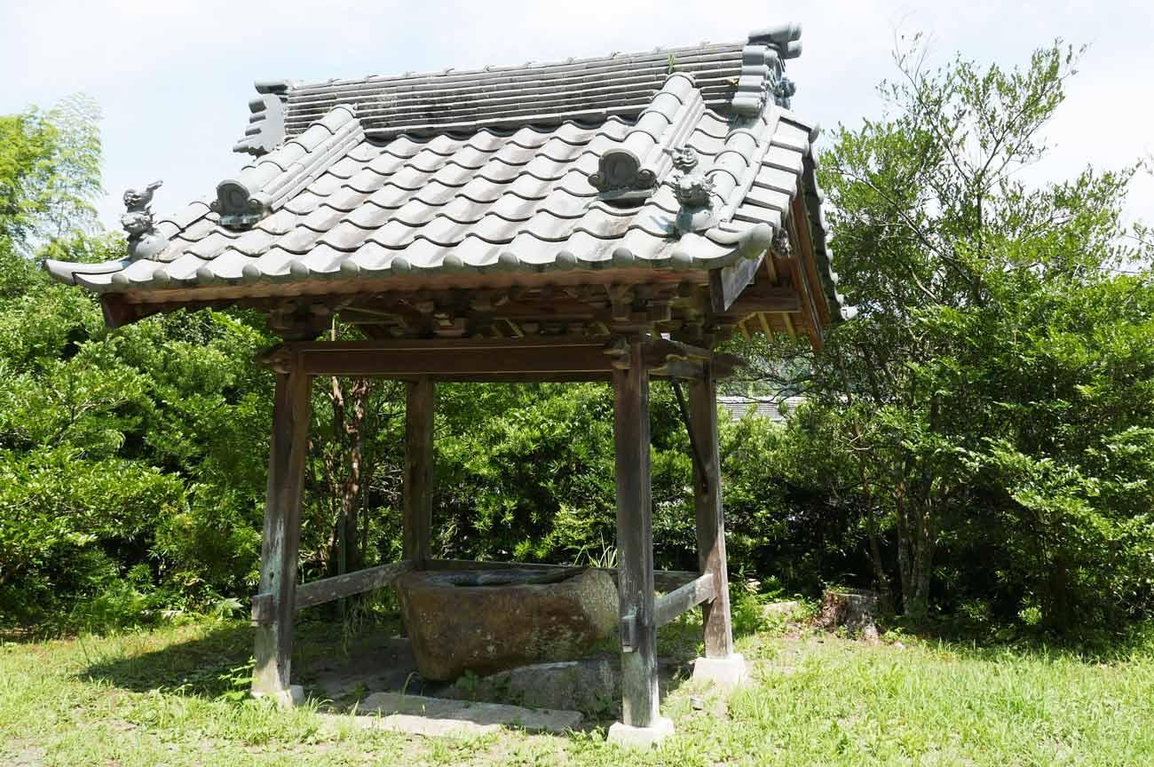 東宮神社の手水舎の画像