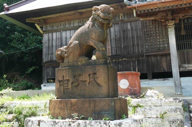 東宮神社の狛犬(左)の画像