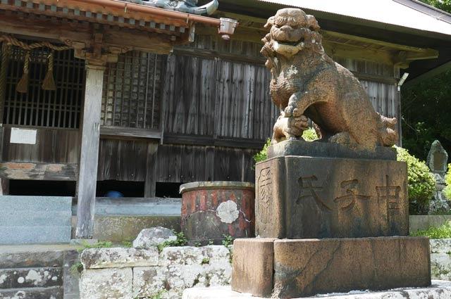 東宮神社の狛犬(右)の画像